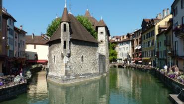 Vacances à Annecy : avantages de louer un appartement